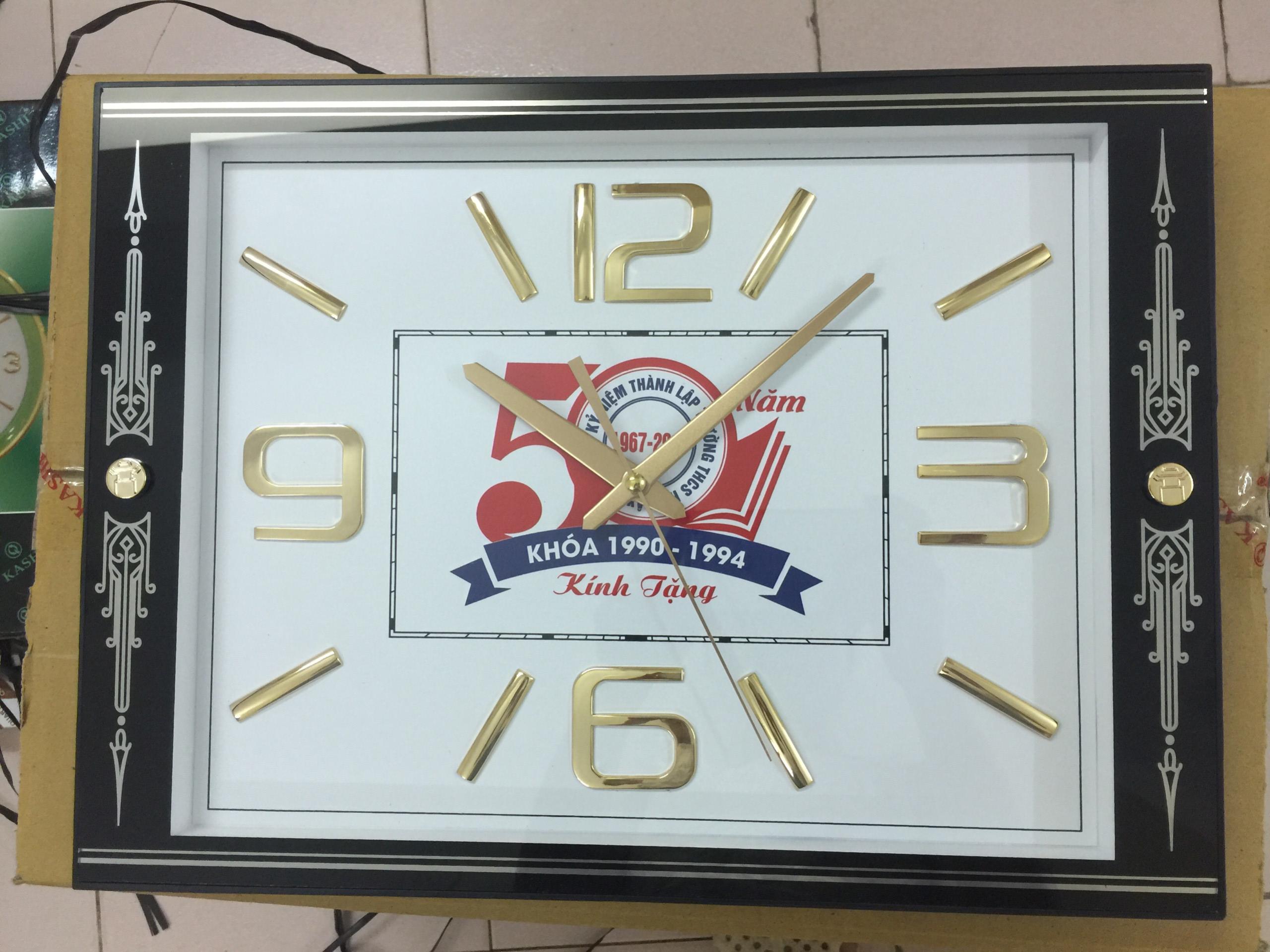 Đồng hồ treo tường hình vuông in logo